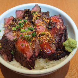 福島牛もも肉の炭火ステーキ丼