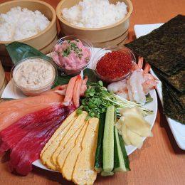 豪華手巻き寿司セット(5~6人前) 上まぐろ・いくら・ねぎとろ・サーモン・かになど上ネタが盛りだくさんです。